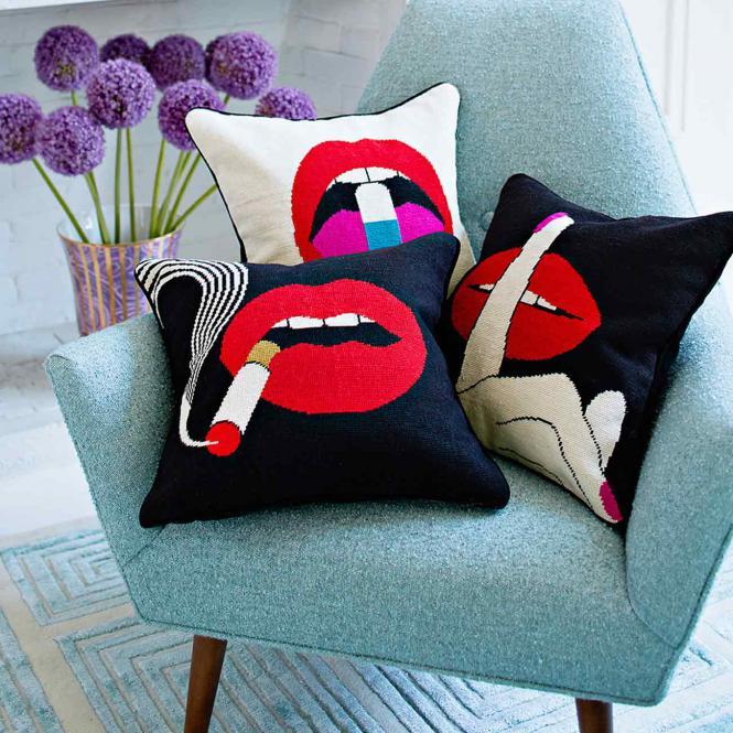 Kissen Lips Hush Needlepoint Throw Pillow von Jonathan Adler