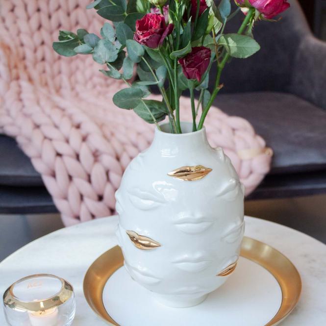 Gala Round Vase weiß-goldfarben von Jonathan Adler