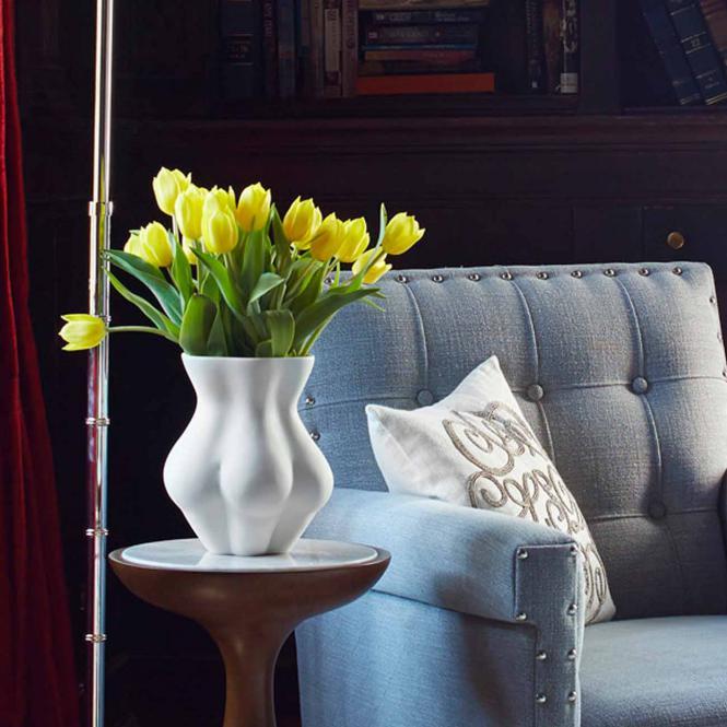 Kiki's Derriere Vase, weiß von Jonathan Adler